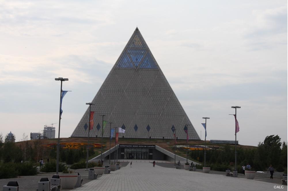 Pyramide-paix-astana